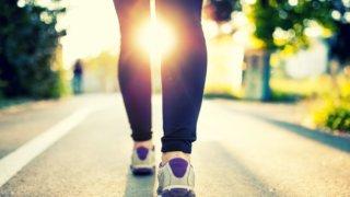 朝の爽やかな時間にジョギング